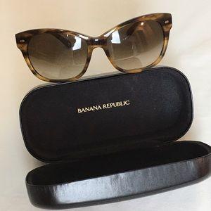 Banana Republic  tortoise shell sunglasses